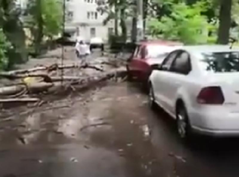 Последствия погодного апокалипсиса сняли на видео в Воронеже