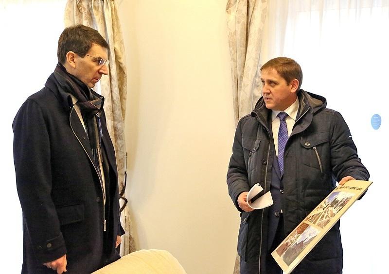 Полпреду президента продемонстрировали в Воронеже проект эко-деревни на примере «умного» дома