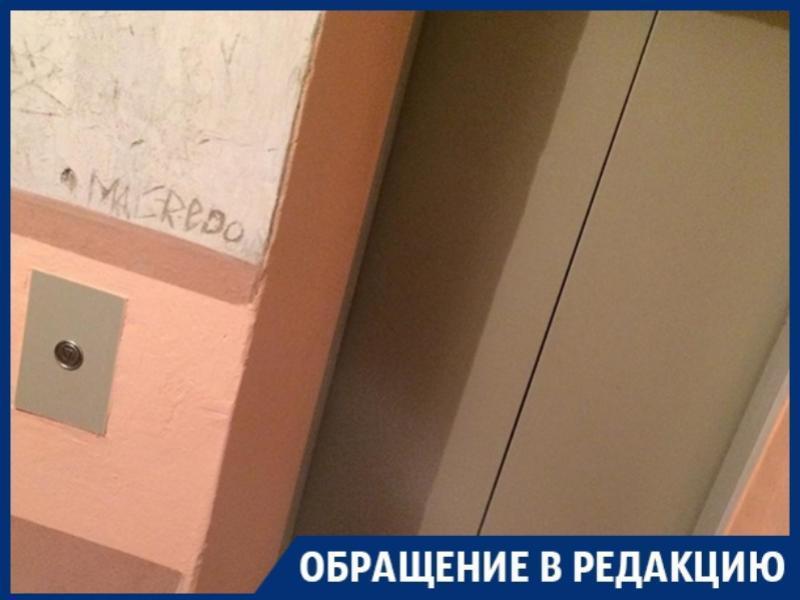 Ленивый ремонт лифта посадил пенсионеров под домашний арест в Воронеже