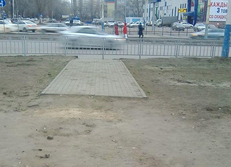 Воронежцы подняли на смех абсурдный тротуар на левом берегу