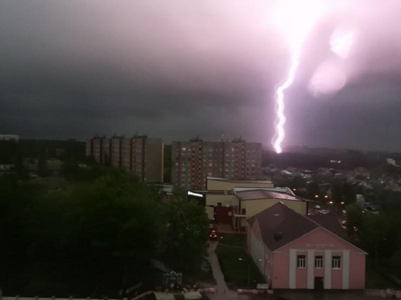 Безумный грозовой шторм сняли в Воронеже
