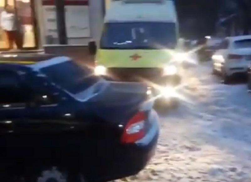 Водитель «Приоры» поиздевался над скорой в Воронеже