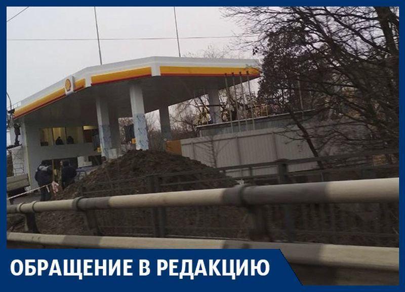 «Пролоббировал Крючков, а разрешил Шевелев!» - воронежцы указали на угрожающую АЗС