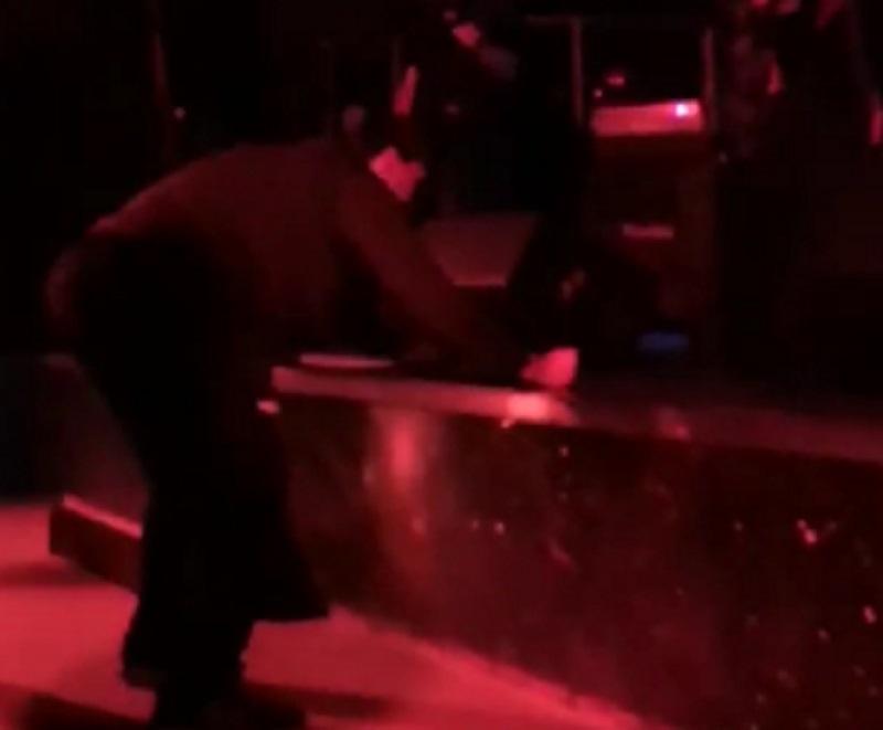 Разрушительное поведение воронежца на концерте подражателей Rammstein сняли на видео