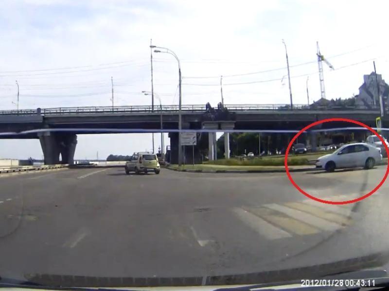 Поступок типичной королевы дороги сняли в Воронеже