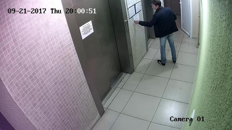 Девчонка пошла по нужде в туалет-видео