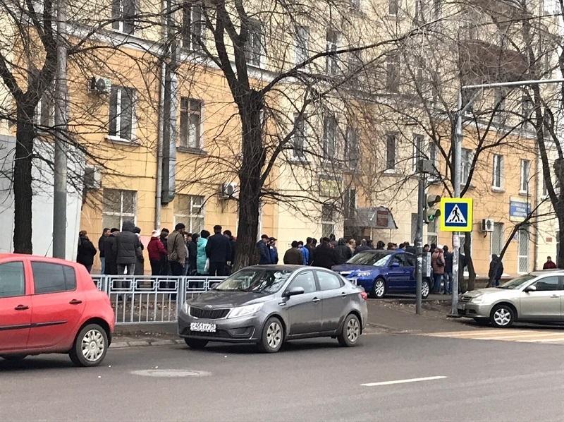 Огромные очереди образовались в Воронеже из-за повышения стоимости справки на права