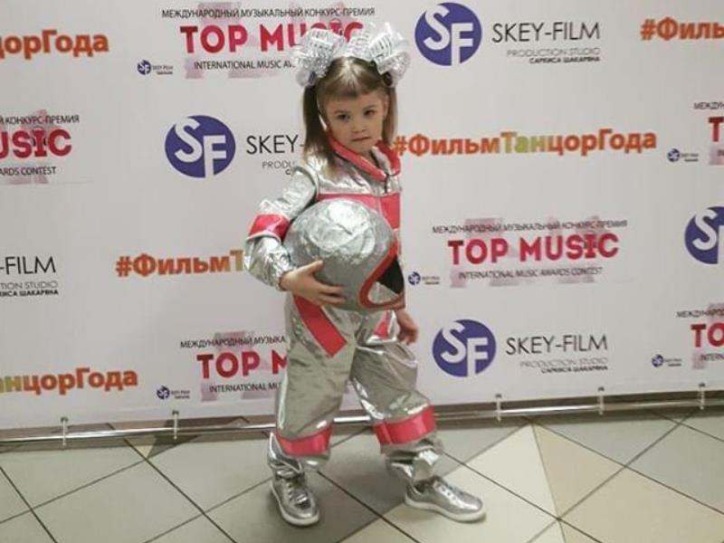 Малышка из Воронежа покорила столицу космической песней