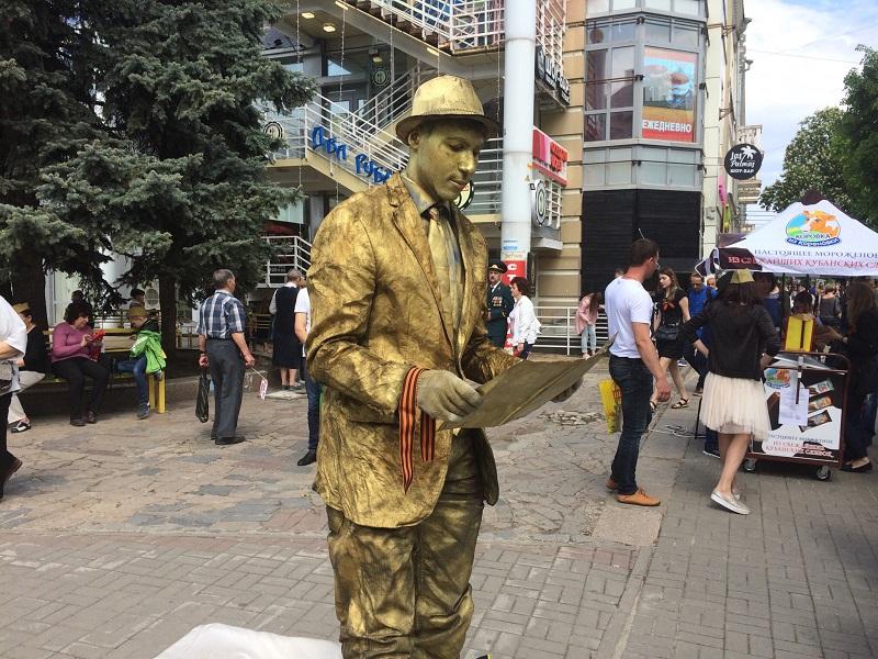 Живую скульптуру спасли от конфуза в Воронеже