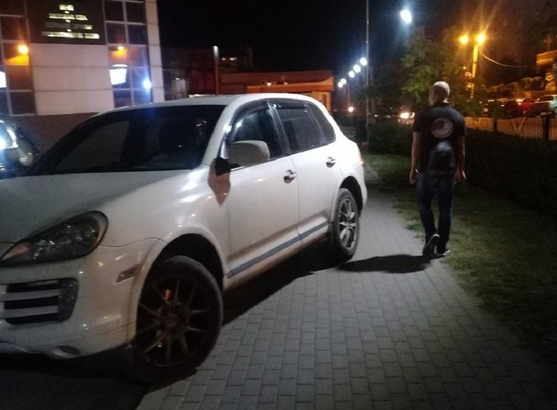 Барин на Porsche Cayenne показал место простых воронежцев