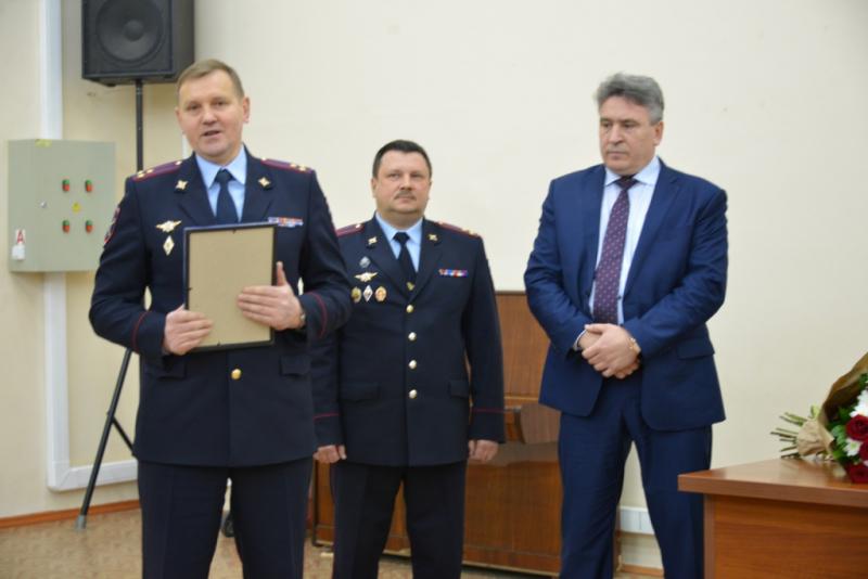 В Воронеже наградили депутата Мошурова за помощь раненным полицейским