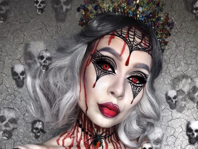 Страшно красивые образы к Хеллоуину примерила визажист из Воронежа