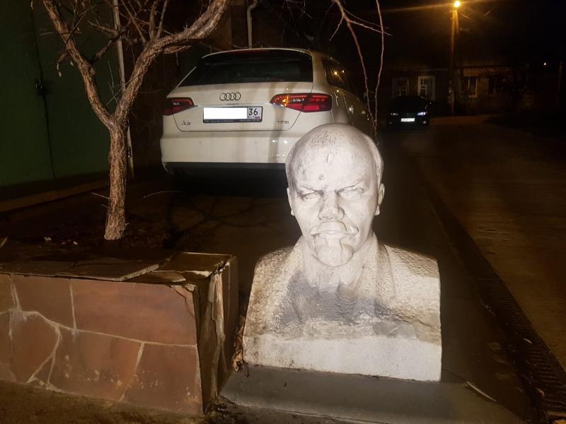 Наблюдающий за людьми бюст вождя нашли в неожиданном месте в Воронеже