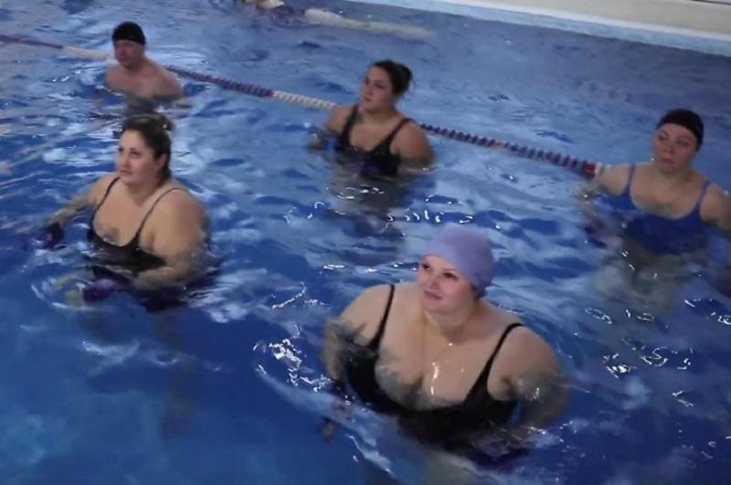 Толстяки в купальниках захватили бассейн в проекте «Сбросить лишнее»