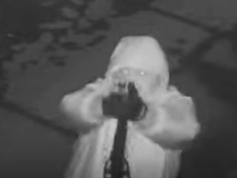 Стрелок-неудачник в воронежской подворотне попал на видео
