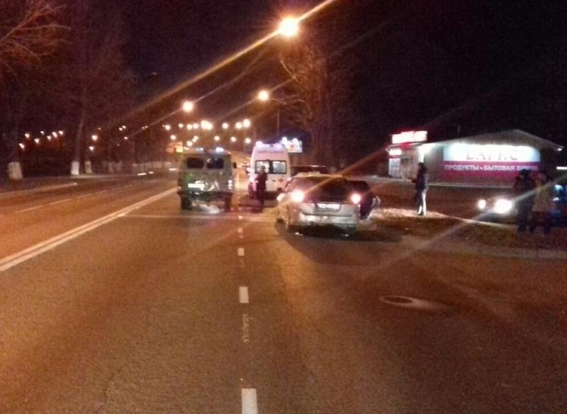 ВВоронежской области иностранная машина сбила девушку иребенка