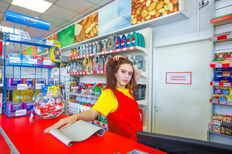 С мечтой об Audi встала за прилавок Анастасия Светашова в конкурсе «Мисс Блокнот Воронеж-2018»