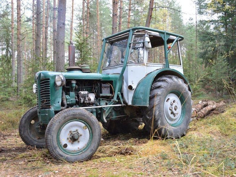 Воронежец разгромил базу отдыха на угнанном тракторе