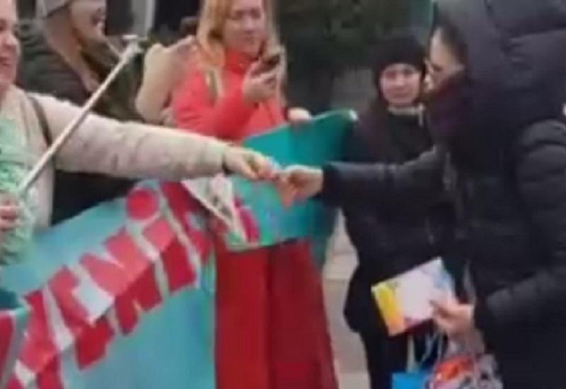 Душевную встречу Орейро с кучей подарков сняли в Воронежском аэропорту