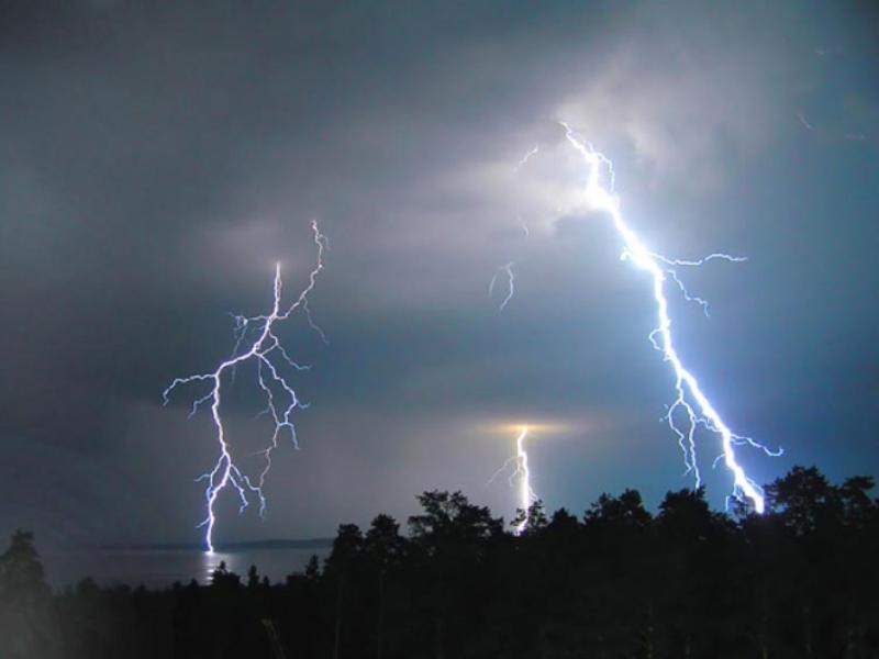 Град, гроза и сильный ветер накроют Воронежскую область