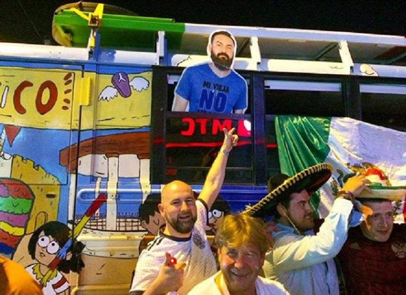 Картонный мексиканский фанат вместе с друзьями добрался до Воронежа
