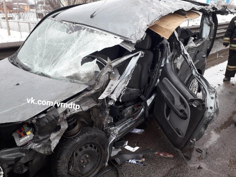 Последствия аварии фуры с Fiat сняли под Воронежем