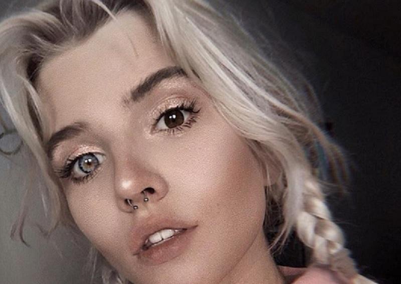 Эпатажная блондинка с разными глазами влюбила в себя воронежцев