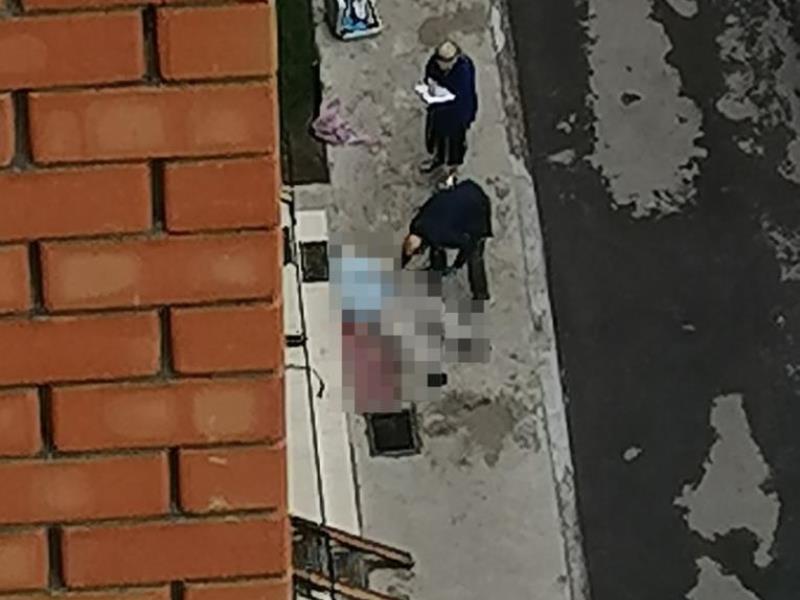 Труп мужчины найден во дворе в Воронеже