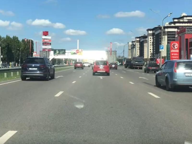 Ослепительного врага водителей заметили на дороге в Воронеже
