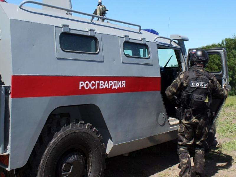 Пьяный лихач с красным лицом пытался устроить драку с офицером СОБР в Воронеже