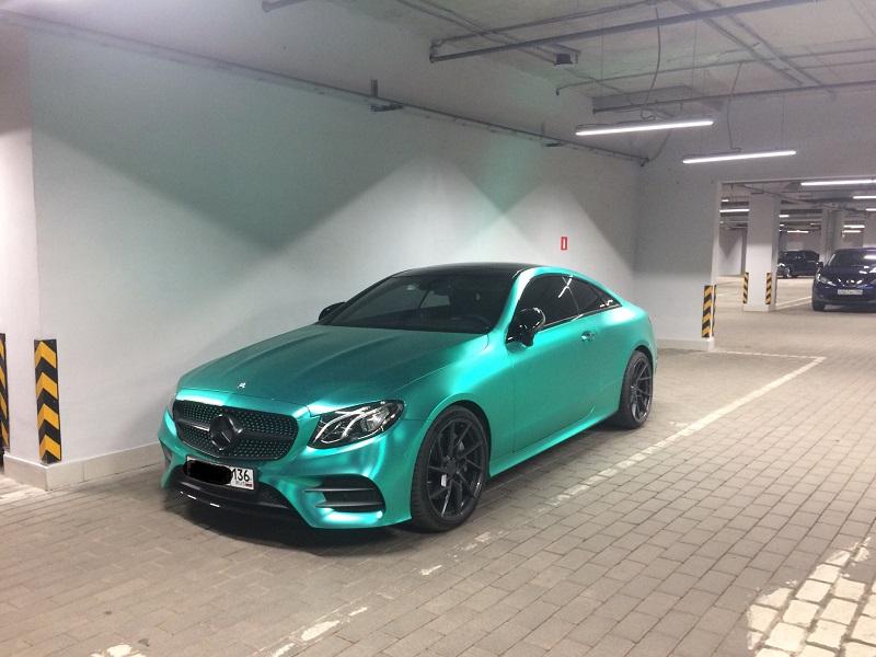 Mercedes-Benz роскошного цвета сняли в Воронеже