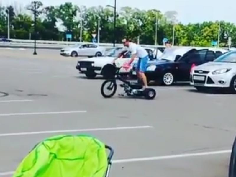 Сумасшедший трехколесный дрифт показали на парковке  в Воронеже
