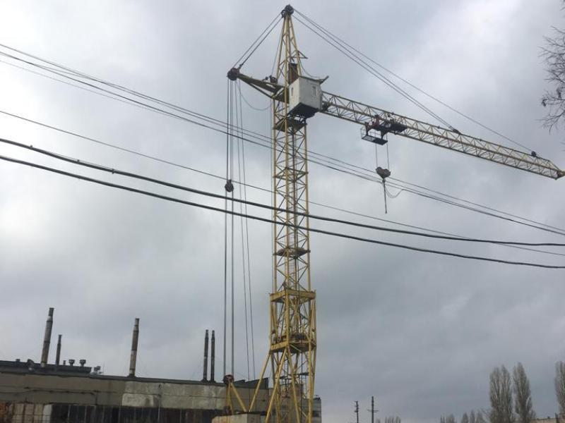 На левом берегу Воронежа запретили работу двух башенных кранов