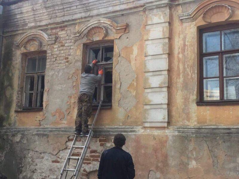 В Воронеже заколотили окна и двери самого старого каменного дома