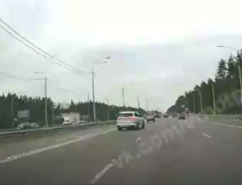 Умопомрачительный тест-драйв BMW в потоке сняли в Воронеже