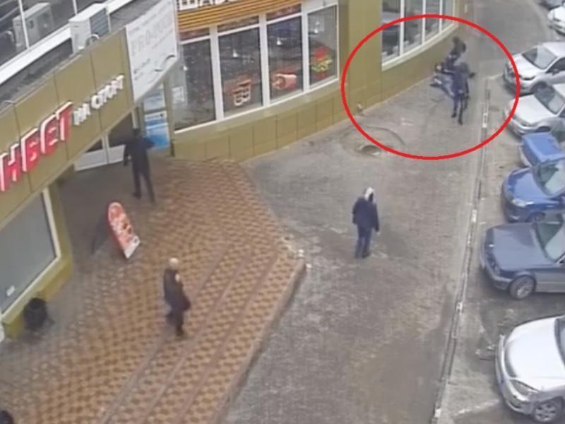 Жуткое избиение до потери сознания сняла камера в центре Воронежа