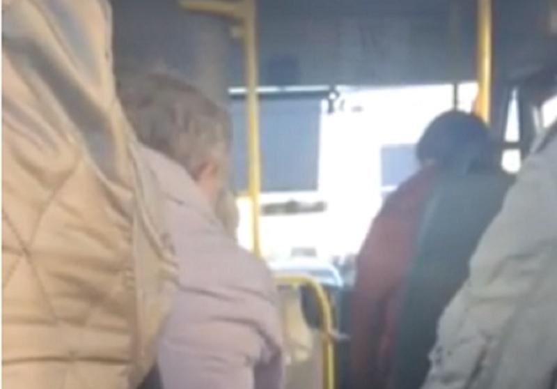 Перепалка пассажиров с маршрутчиком-лихачом в Воронеже попала на видео