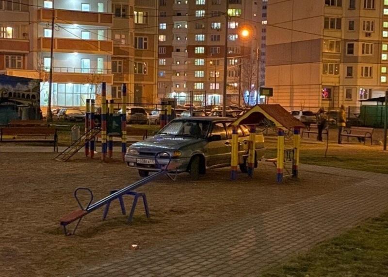Лучшее место для парковки придумал ненавистник детей в Воронеже