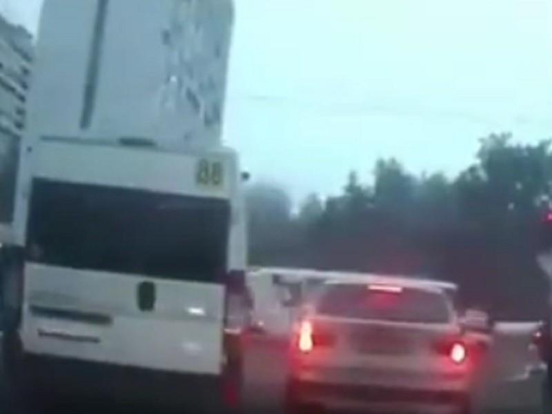 Экстремальная поездка обошлась маршрутчику в тысячу рублей в Воронеже