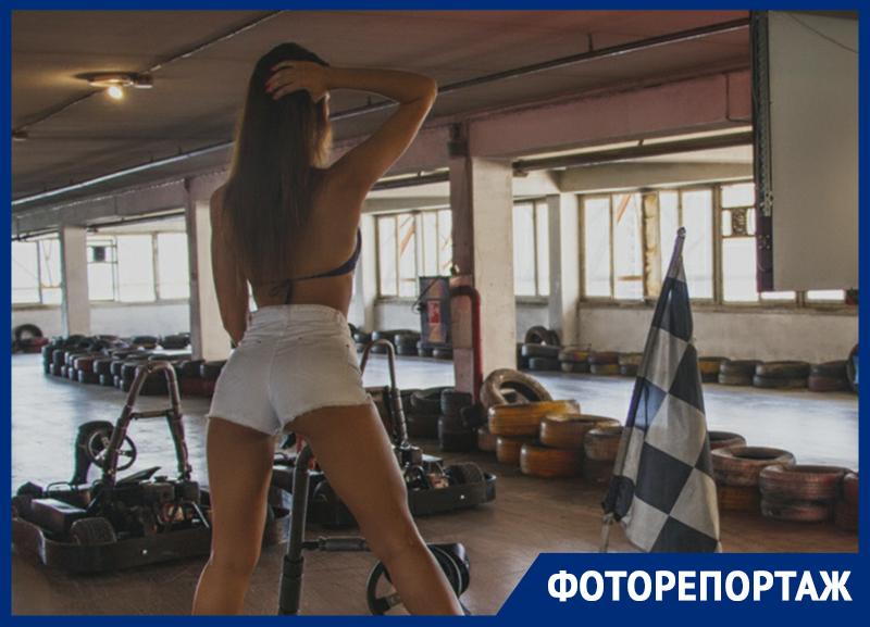 Красотки устроили жаркую фотосессию на гоночном треке в Воронеже