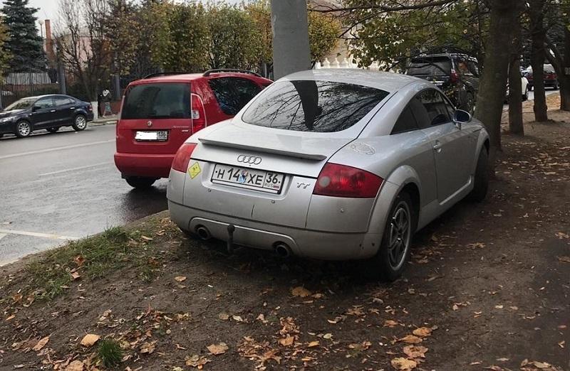 Мажор на Audi TT показал, как избежать платной парковки в Воронеже