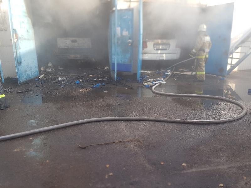 Пожар в автосервисе уничтожил три машины в Воронеже