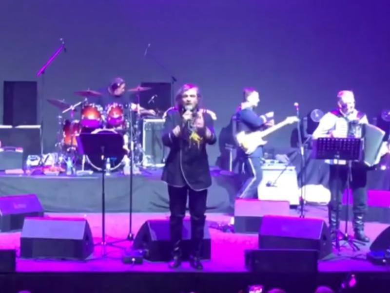 Эмир Кустурица подколол Саратов на концерте в Воронеже