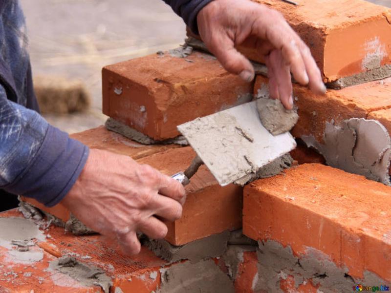 Упавшие со строящейся многоэтажки кирпичи убили двух мужчин в Воронеже