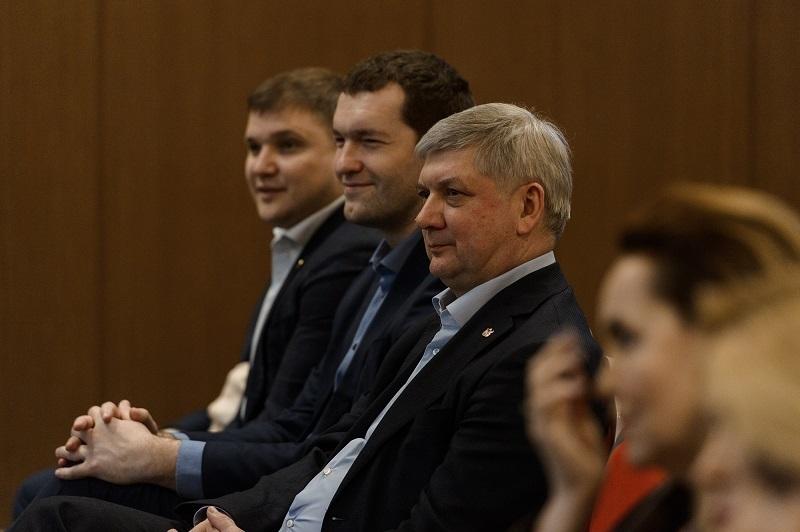 Губернатор Гусев встретился с лучшей половиной клуба миллионеров