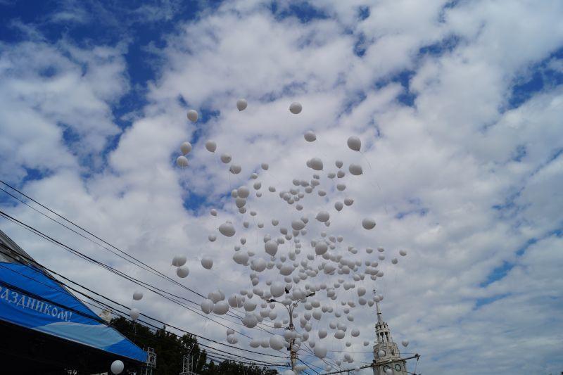 Сегодня вСимферополе студенты выпустят внебо 186 белых шаров
