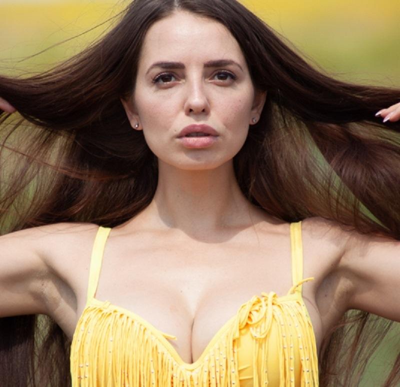 Большим размером и безудержным смехом запомнилась Марина Рукина в «Мисс Блокнот Воронеж-2019»
