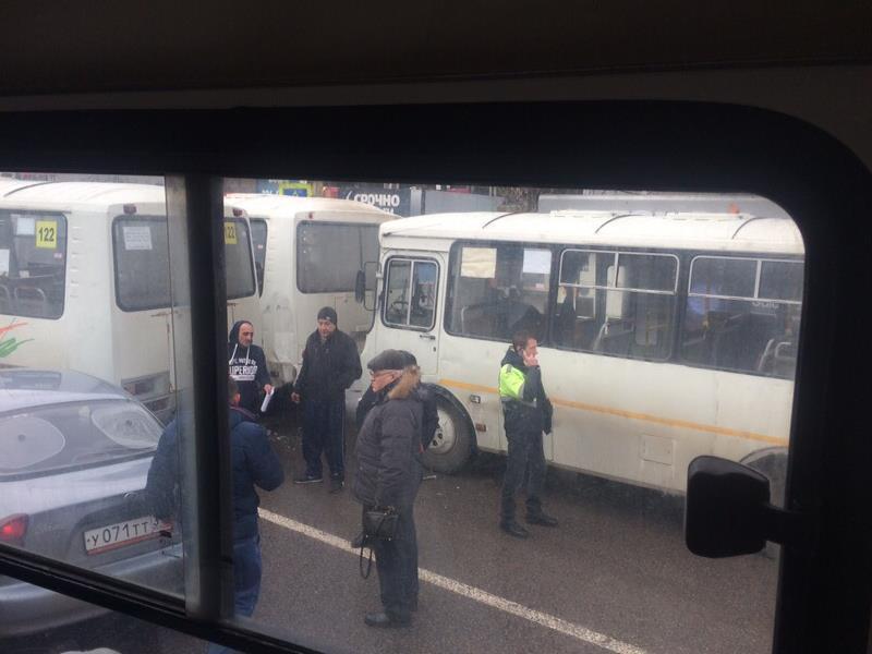 Массовое ДТП с тремя маршрутками сняли в Воронеже