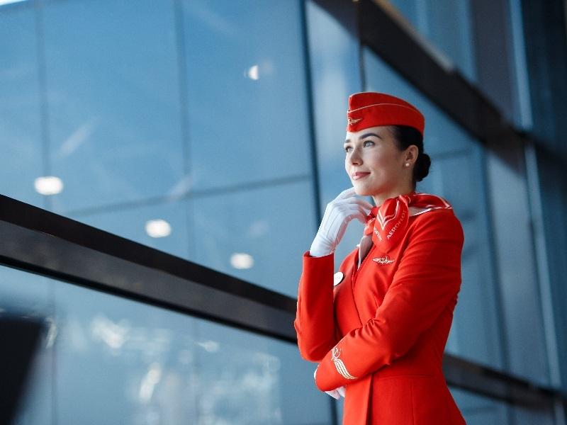 Одна из красивейших стюардесс России поделилась своими снимками