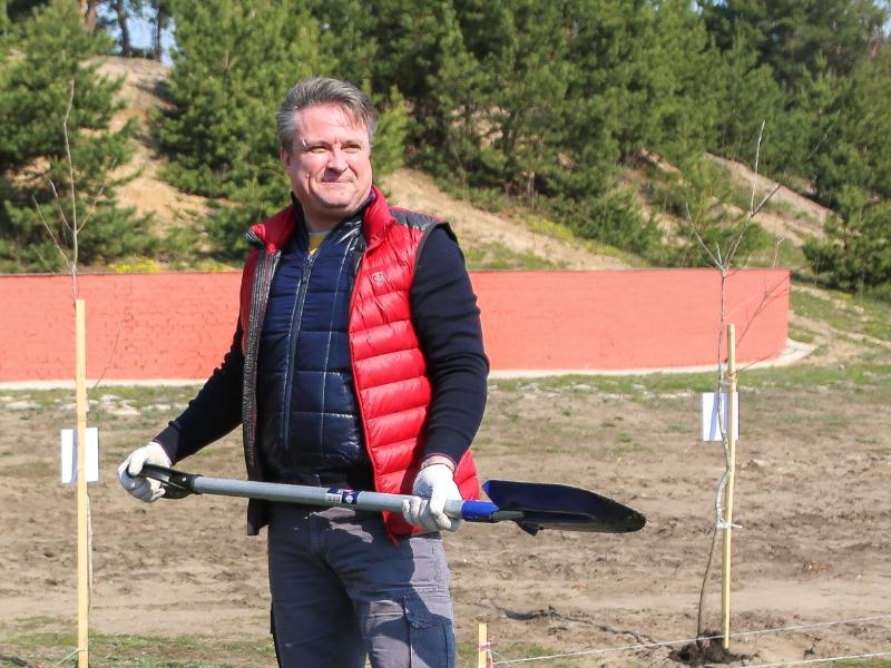В модном жилете Ferrari пришёл на субботник мэр Воронежа
